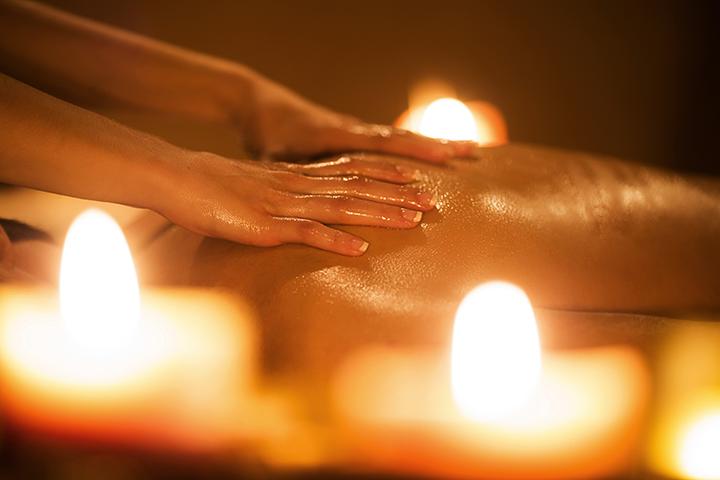 EROOTILINE MASSAAŽ: Erootilise massaaži lõppeesmärk on reeglina seks, aga see ei tähenda, et suurem osa ajast kulub partneri erogeensete piirkondade massaažiks.